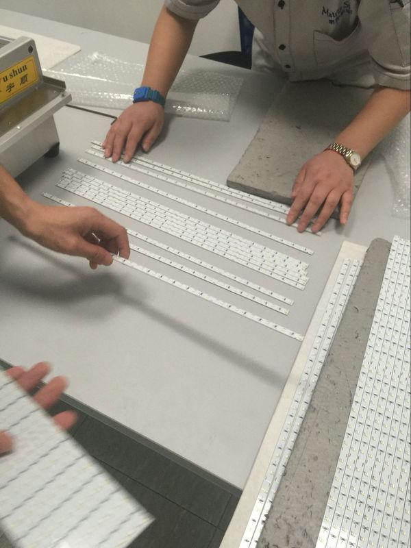 Automatic V-Cut Aluminum Plate PCB LED Cutting Machine 2600 * 580mm * 980mm